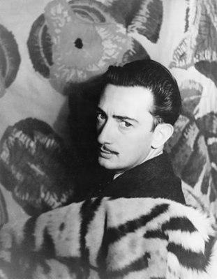 330px-Salvador_Dalí_1939.jpg